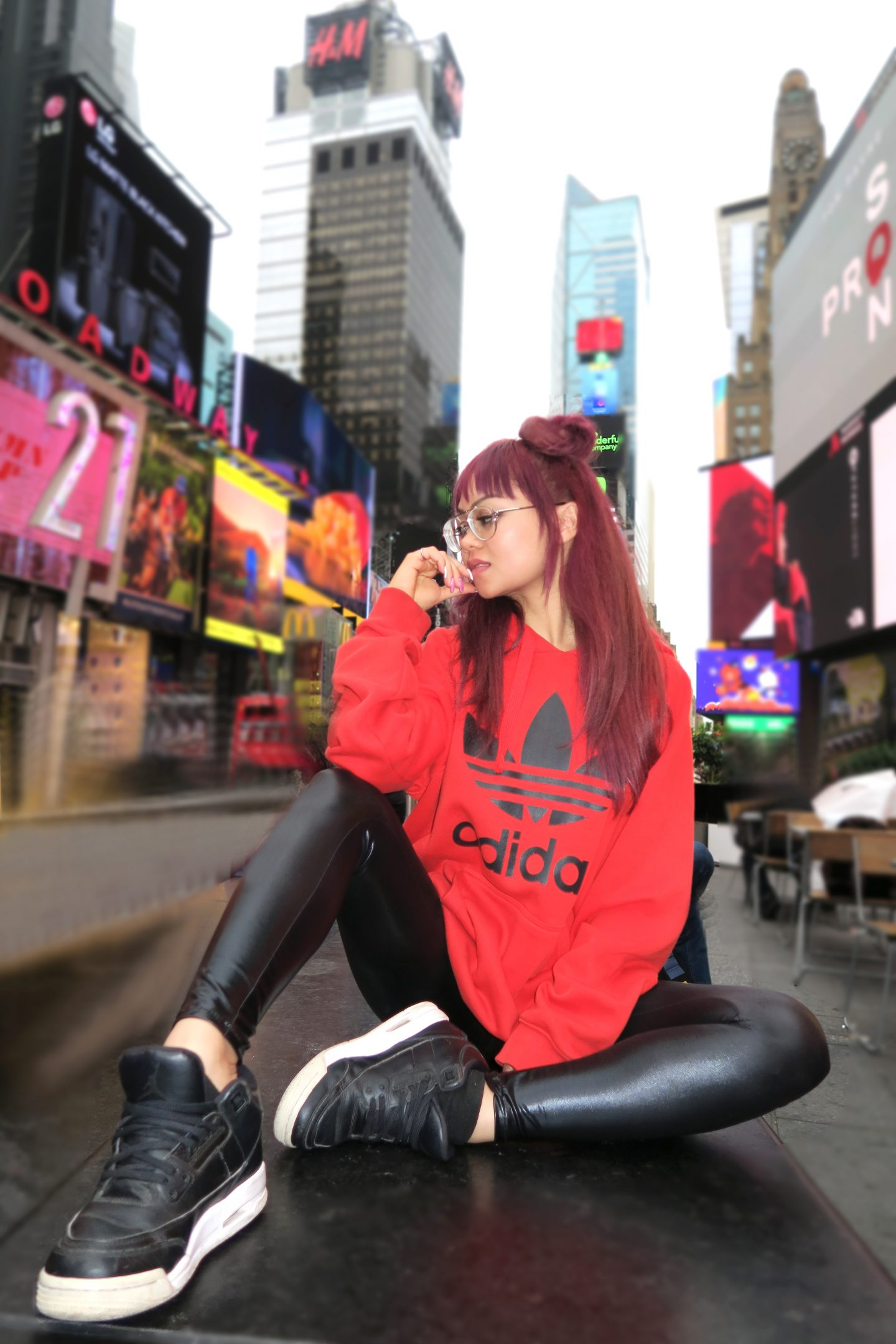 Rose Russo new york city outfit comfy travel sneakers look fashion style